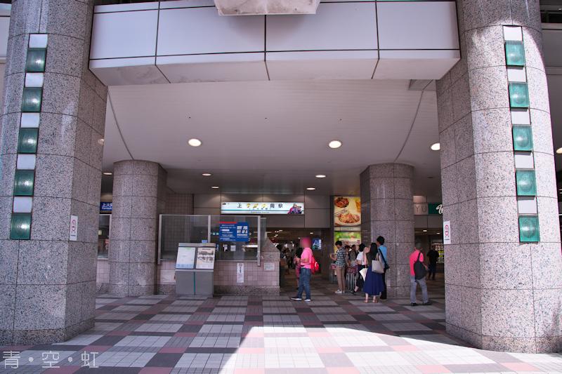 上ラオウ岡駅入口